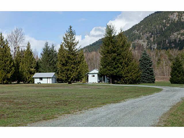 1517 Fraser Road - Pemberton Manufactured with Land for sale(V1113401)