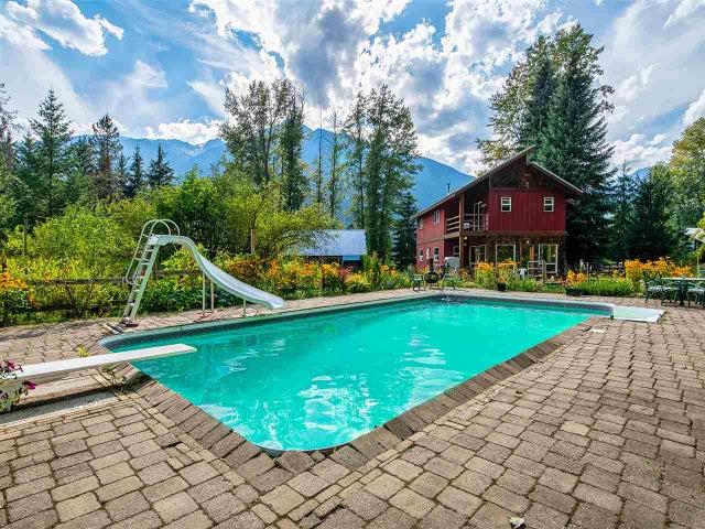 8950 PEMBERTON MEADOWS ROAD - Pemberton Meadows House with Acreage for sale, 3 Bedrooms (R2489287)