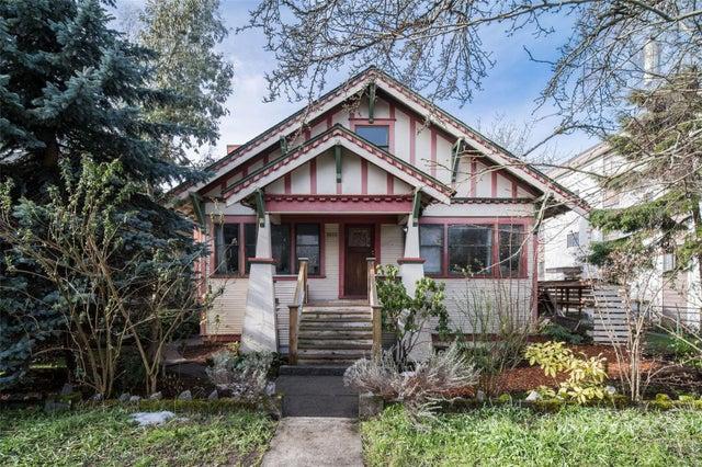 2652 Blackwood St - Vi Hillside Single Family Detached for sale, 6 Bedrooms (866166)
