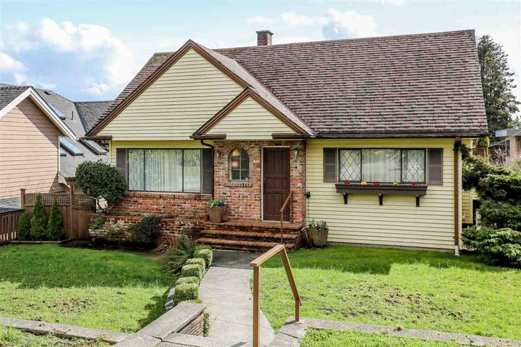 745 E Keith Road - Queensbury House/Single Family for sale, 5 Bedrooms (R2252852)