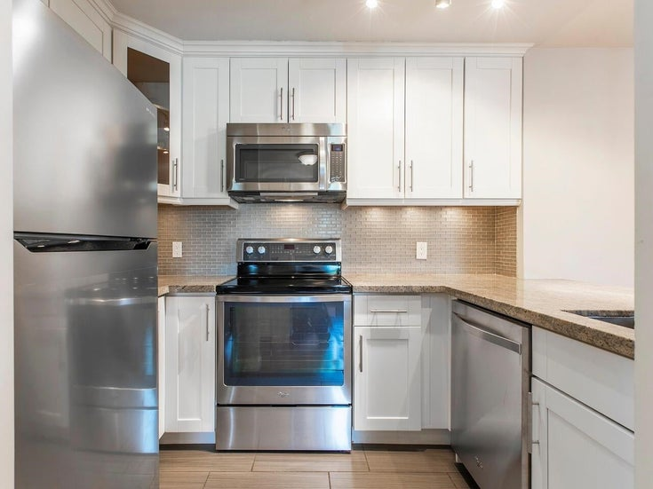 403 137 W 17 STREET - Central Lonsdale Apartment/Condo for sale, 2 Bedrooms (R2616728)