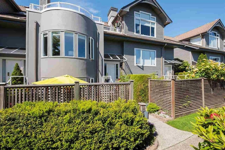 210 250 E 11TH STREET - Central Lonsdale Townhouse for sale, 2 Bedrooms (R2594548)