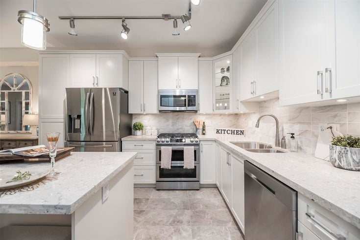 205 8558 202B STREET - Willoughby Heights Apartment/Condo for sale, 3 Bedrooms (R2564375)