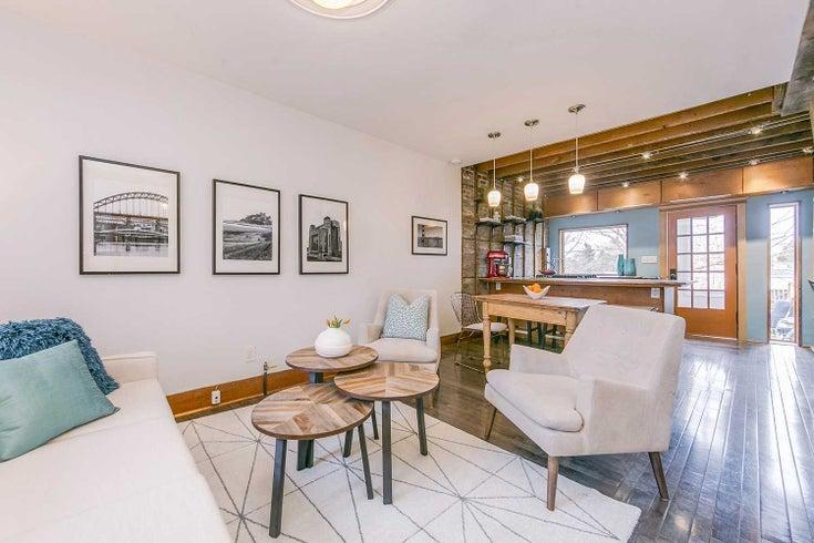 11 Myrtle Ave - South Riverdale TWNHS for sale, 2 Bedrooms (C4400593)
