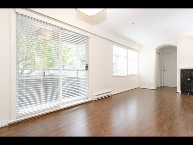 202 29 Templeton Drive - Hastings Apartment/Condo for sale, 2 Bedrooms (R2166954)