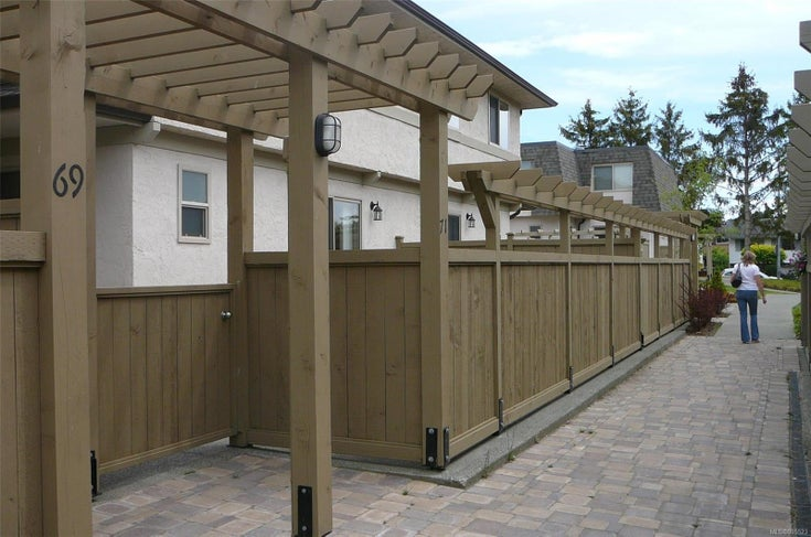 71 4061 Larchwood St - SE Gordon Head Row/Townhouse for sale, 3 Bedrooms (885523)