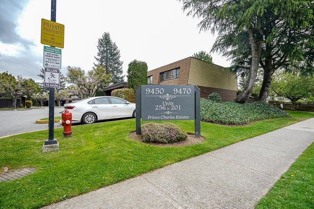 256 9452 PRINCE CHARLES BOULEVARD - Queen Mary Park Surrey Townhouse for sale, 3 Bedrooms (R2600679)