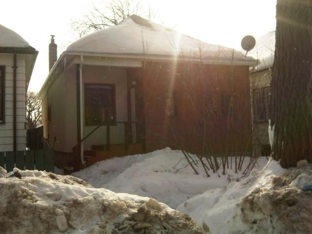 520 CARLAW Avenue  - Winnipeg HOUSE for sale, 2 Bedrooms (1101928)