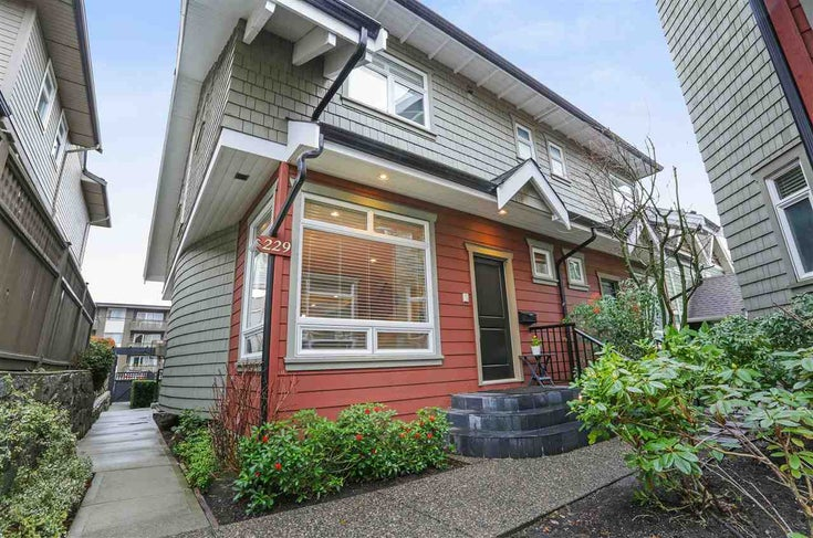 229 E 17th Street - Central Lonsdale 1/2 Duplex for sale, 3 Bedrooms (R2252507)