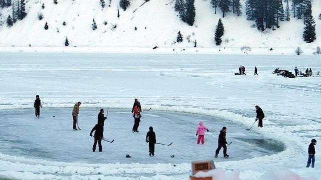 Ice hockey on Otter Lake