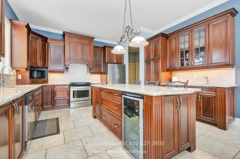Gloucester ON Homes for Sale - The impressive kitchen of this home for sale in  Gloucester ON  will make any chef happy!