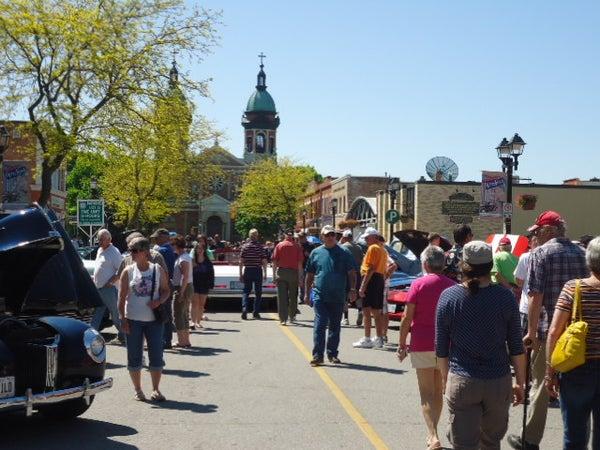 Crowds at Retrofest